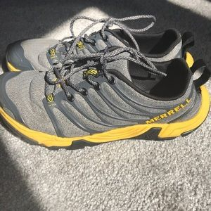Castle Rock Merrell gray and yellow sneakers 7 Men